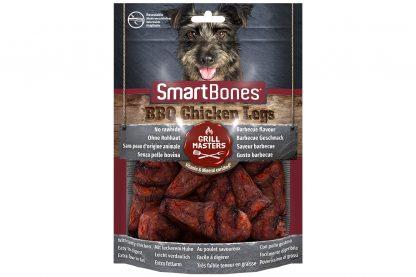 De Smartbones BBQ Chicken Legs zijn onweerstaanbaar, doordat ze gemaakt zijn van kippenvlees en eruit zien als echt barbecuevlees. De hondensnack is verrijkt met mineralen en vitaminen en bevat geen runderhuid, daardoor is het vetarm en licht verteerbaar.