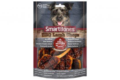 De Smartbones BBQ Lamb Chops zijn onweerstaanbaar, doordat ze gemaakt zijn van varkensvlees en eruit zien als echt barbecuevlees. De hondensnack is verrijkt met mineralen en vitaminen en bevat geen runderhuid, daardoor is het vetarm en licht verteerbaar.