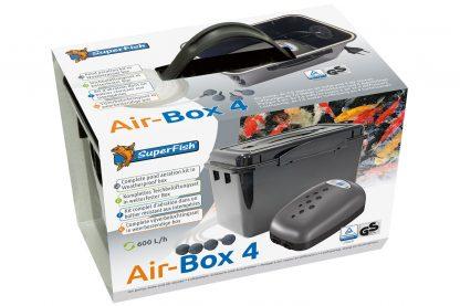 De Superfish Air-box is een complete beluchtingsset in een handige box. Hiermee wordt het beschermt tegen regen- en spatwater. De beluchtingsset zorgt tevens voor verse zuurstof in het vijverwater. Daarnaast houdt het je vijver gezond in de zomer en ijsvrij in de winter.