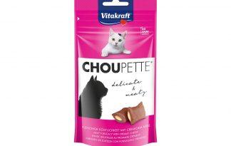 De Vitakraft Choupette kattensnack is een echte verwennerij. De vleessnack is zacht en heeft een overheerlijke kaasvulling, waardoor jouw kat deze beloning niet weerstaat. Verpakt in een hersluitbare verpakking, zodat ze lang vers blijven.