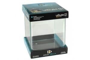 De Aqua Della Urbyss Q is volledig van glas en heeft een vierkante vorm.