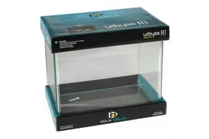 De Aqua Della Urbyss R is volledig van glas en heeft een rechthoekige vorm.