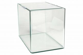 De Aqua Della Urbyss Stretch is volledig van glas en heeft een rechthoekige vorm.