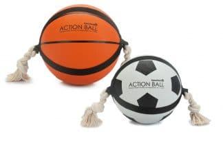 De Beeztees Action bal met touw is een hondenspeeltje wat al jaren lang mee gaat! Dit tijdloze model is goed voor uren speelplezier.