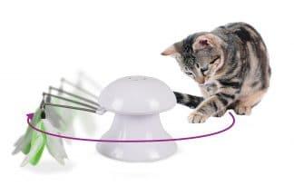 Het Flamingo laserspeelgoed met veren stimuleert het natuurlijke jachtgedrag van uw kat. De laser beweegt automatisch onvoorspelbaar heen en weer, doordat er vier verschillende snelheden mogelijk zijn, blijft de uitdaging groot!