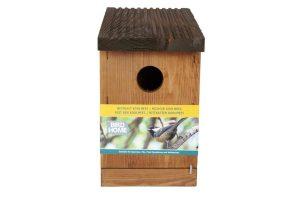 Gardman Nestkast koolmees is gemaakt van FSC gecertificeerd hout en geschikt voor vele soorten vogels. De ingang is 32 mm en daardoor aantrekkelijk voor onder andere: koolmezen, mussen en boomklevers.
