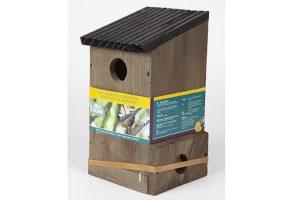 Gardman Multi nestkast is gemaakt van FSC gecertificeerd hout en heeft verwisselbare voorfrontjes met gaten van verschillende groottes. Het voordeel van de verwisselbare voorfrontjes is dat uw vogelhuis voor verschillende vogelsoorten toegankelijk kan zijn.