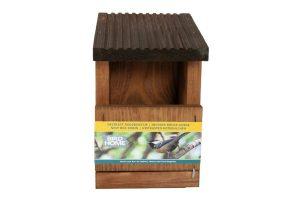 De Gardman Nestkast roodborstje heeft een open voorkant die speciaal is ontworpen als vogelhuisje voor roodborstjes. Voorzien van een uitschuifbare bodem, waardoor deze nestkast gemakkelijk is schoon te maken.
