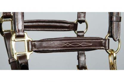 De Harry's Horse halster leder Supreme heeft elegante smalle riempjes en draagt comfortabel voor uw paard of pony.