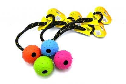 Happy Pet rubber bal met studs aan touw