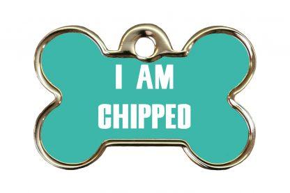 Hondenpenning I am chipped is ideaal om aan de halsband of tuig te bevestigen. Wij graveren gratis jouw gegevens op de penning.