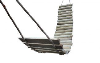 Houten klimtrap touwbrug