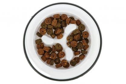 De Kerbl Anti Dribble ondersteunt uw hond bij het niet schrokken tijdens het eten van brokken of ander voer.