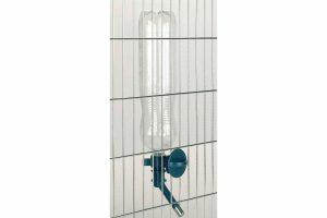 Kerbl Aqua Boy Waterflesdrager is ideaal om te bevestigen aan een transportbox of dierenverblijf.