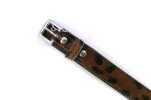 Lederen halsband met luipaardprint en vacht