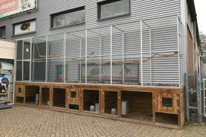 Maatwerk aluminium volière met windscherm