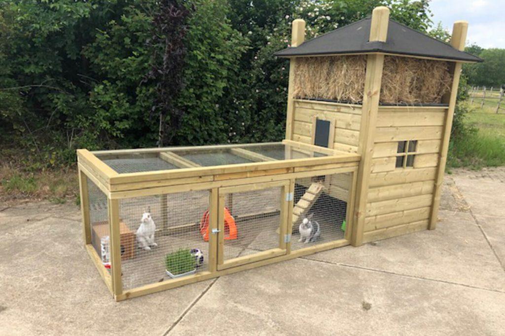 Maatwerk konijnenhok met hooizolder