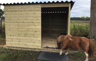 Maatwerk sleepstal voor pony's