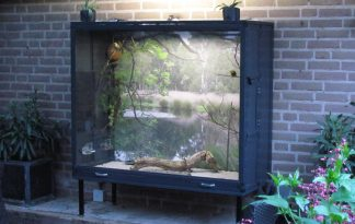 Maatwerk aluminium vitrine volière