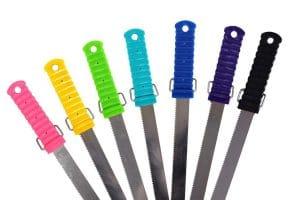 Het QHP Zweetmes is gemaakt van roestvrij staal en ideaal om te gebruiken bij de verzorging van uw paard of pony.