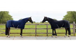 QHP deken fleece Basic met hals en singels