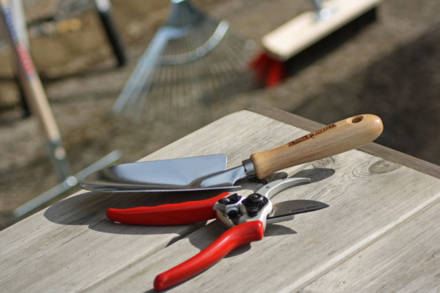 Talen Tools verplantschepje en professionele snoeischaar