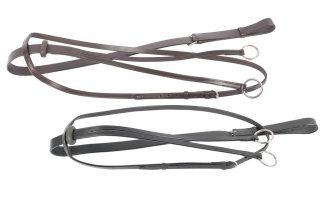 De martingaal is gemaakt van leder en eenvoudig verstelbaar door middel van nikkel ringen en gespen. De martingaal voorkomt dat het paard het hoofd te ver omhoog kan brengen.