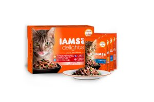 Iams Delights Multipack Land & Sea collection in saus