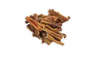 De Runderkophuid is een gedroogde kophuid afkomstig van het rund. De kophuid is een 100% natuurlijke snack. Een echte verwensnack, je hond kan hier lekker lang op kauwen. Doordat de hond langdurig op het product moet kauwen, reinigt hij daarbij uitstekend zijn gebit.