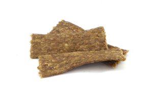 De Vleesstrips Schaap zijn een 100% natuurlijk snack. De strips bestaan puur en alleen uit gedroogd vlees van het schaap. Deze heerlijke hondensnack is geschikt voor elke hond.