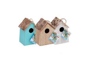 Vogelhuisje met schors dak