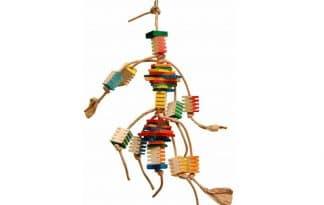 Zoo-Max Groovy Frita Tower is gemaakt met verschillende vormen, kleuren en materialen. Met veel veel houten blokje met groeven, waarin u eventueel kleine snacks tussen kan plaatsen.